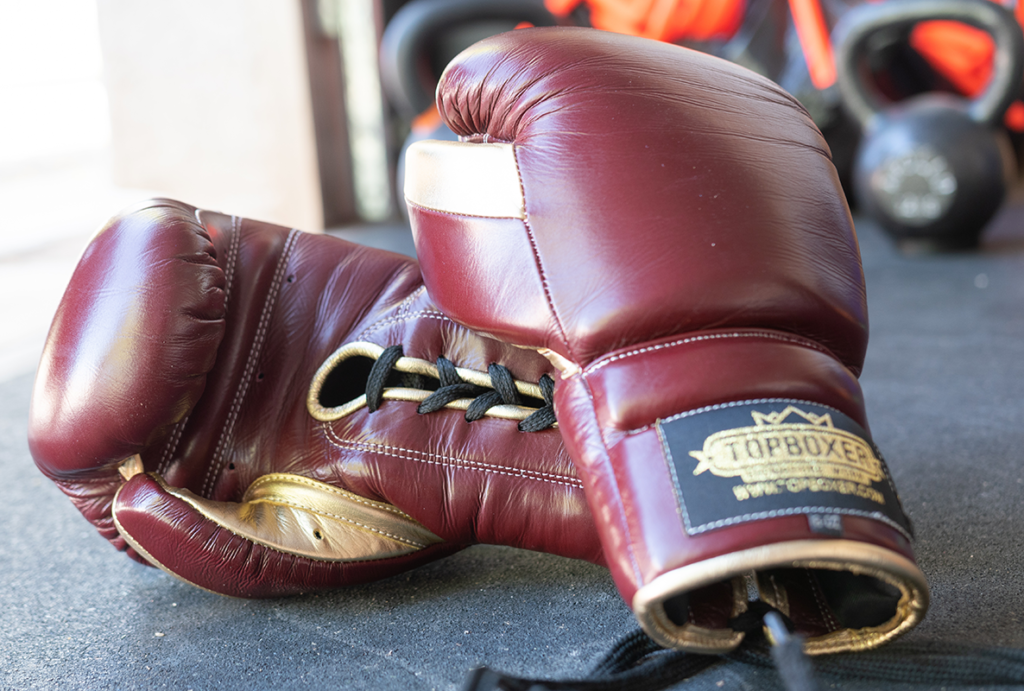 How To Tie Your Lace Up Boxing Gloves When Training Alone Luctor Performance